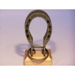 Colonial Classics Metal / Wood Base - Horseshoes , Wooden base